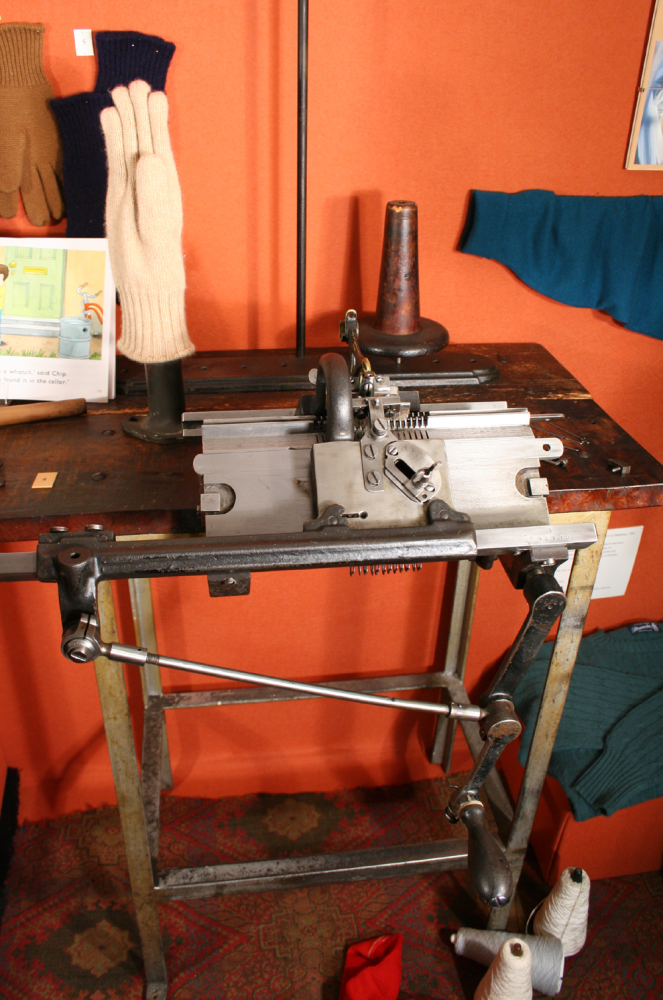 Table Top Knitting Machine