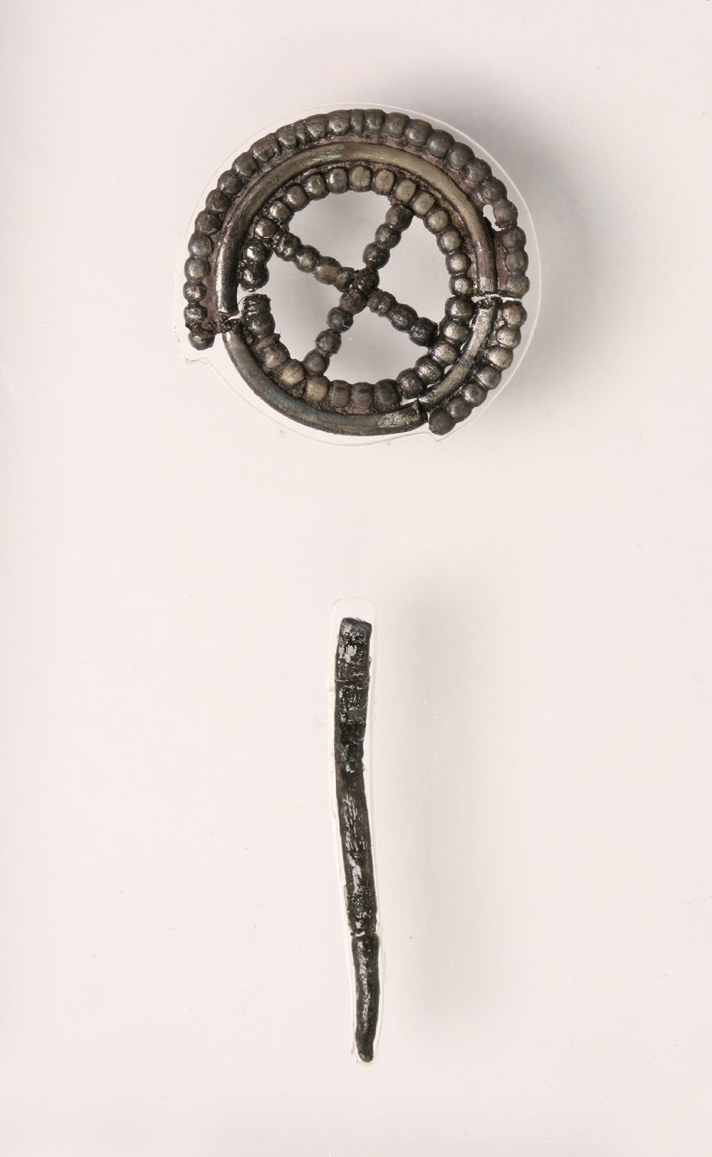 Brooch, Carzield