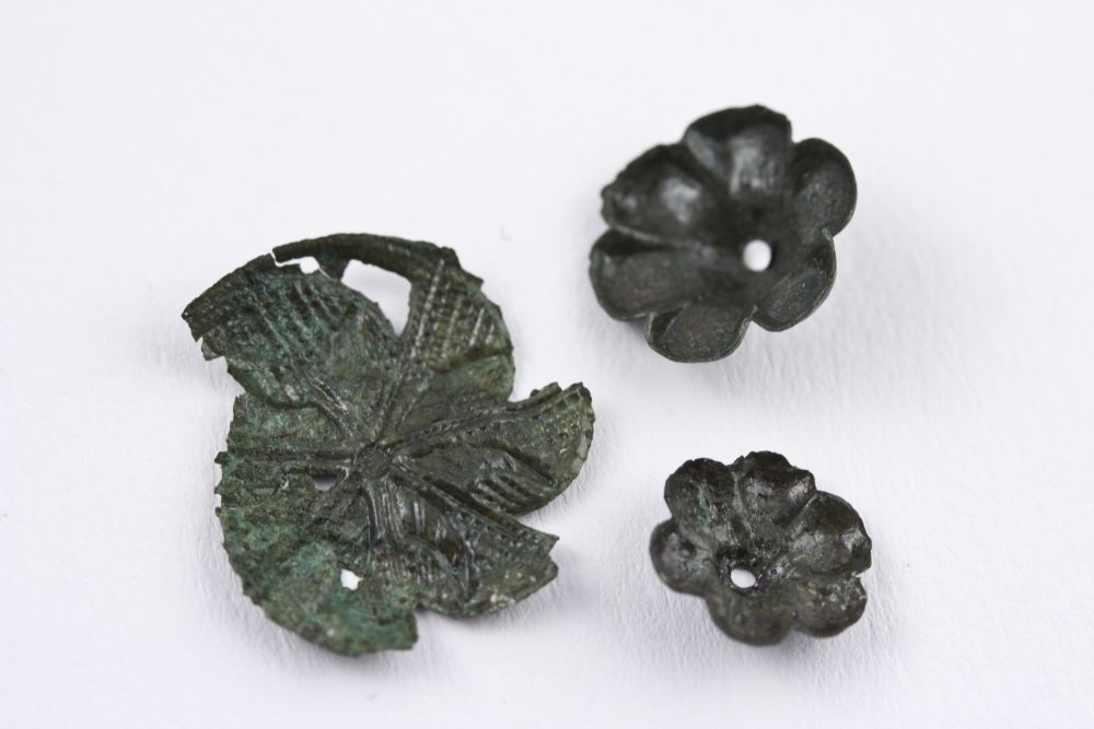 WTAH100b Bronze Flower Decorations - Pos . For Belt